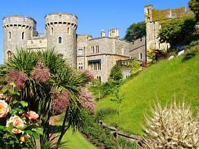 Jednou ze zahrad, kde se královna pohybuje, je zahrada hradu Windsor