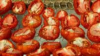Drátěná síta poslouží i na sušení ovoce a hub