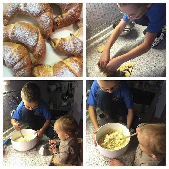 S přípravou svatomartinských rohlíčků děti rády pomáhají.