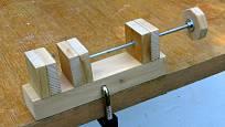 Dřevěný svěráček je šikovný pomocník
