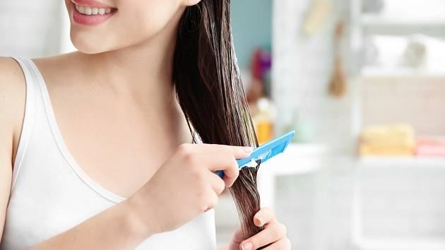 Droždí obsahuje kyselinu listovou a aminokyseliny, jež pomáhají proti vypadávání vlasů