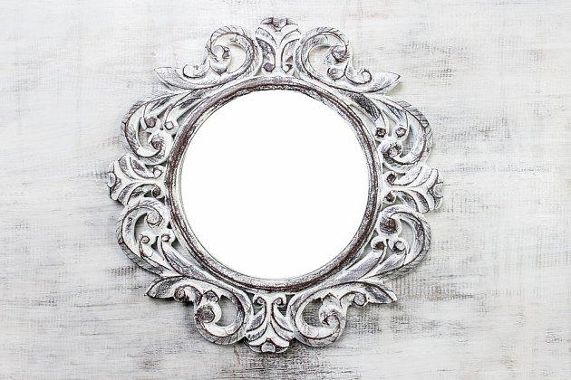 Pro lepení zrcadel na hladké povrchy využijte polymerová lepidla.