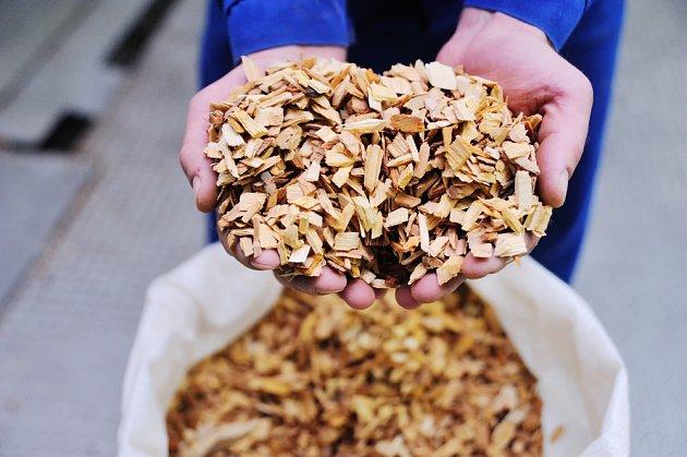 Malé kousky dřeva neboli štěpky dodají každému jídlo skvělé aroma.