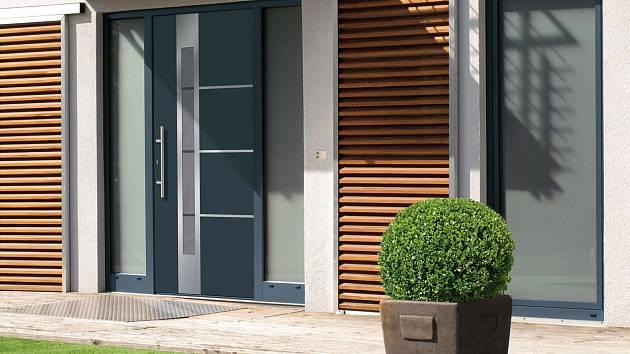 Vchodové dveře mohou být i ocelové.