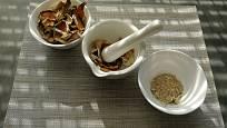 Z rozlámaných sušených hub můžeme snad připravit houbový prášek.