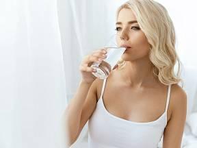 Pijte jen vodu. Po dobu 30 dní. Nebudete věřit, co se stane!