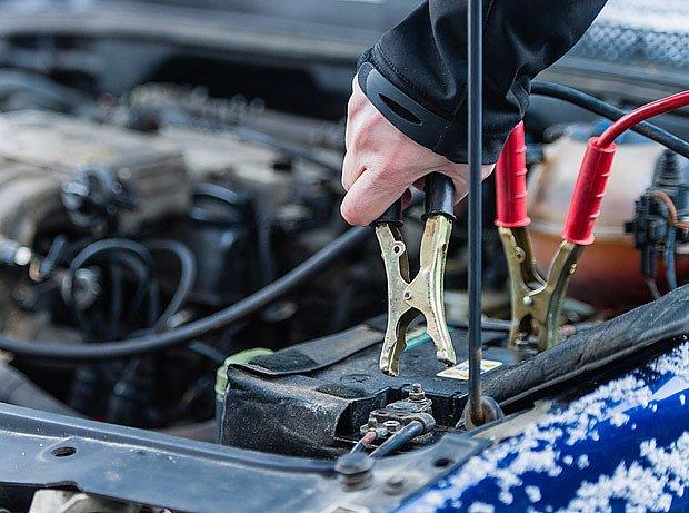 startovací kabely mohou být v zimě výtečným pomocníkem
