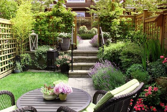 Vylepšená a upravená zahrada je pravým místem ke každodennímu odpočinku.