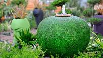 Barvy nádob mají velký efekt - dokonce i když je sladíte s barvou okolní vegetace