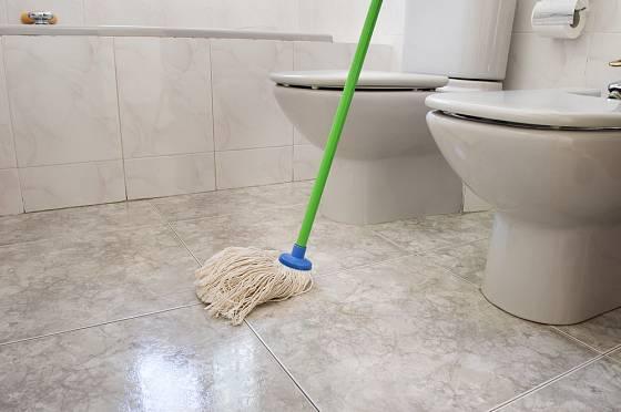Podlahu vytírejte do sucha
