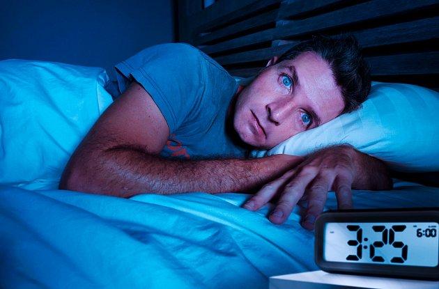 Abyste snadno usnuli, snažte se uvolnit a na nic nemyslet