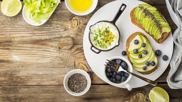 Zdravá snídaně dokáže naše tělo správně nastartovat. S hubnutím se to nevylučuje.