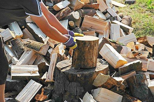 Dřevo zahřeje dvakrát. Jednou při štípání, podruhé při topení...