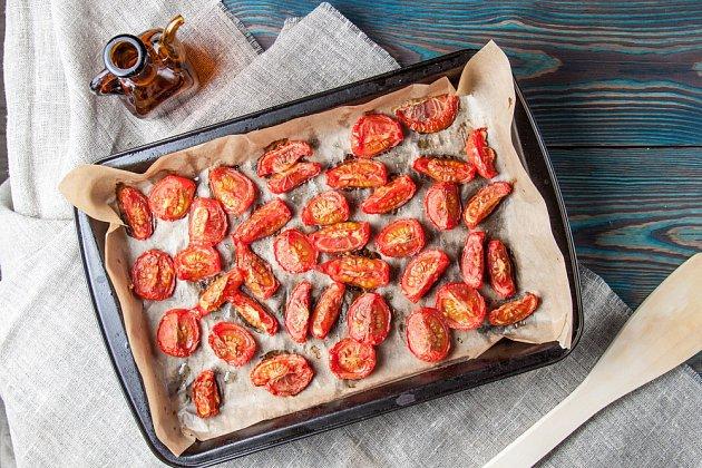 Rajčata je možné sušit i v troubě