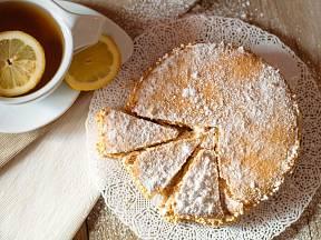 Nepečený jablečný koláč