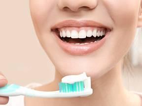 Zubní pasta slouží nejen k čištění zubů