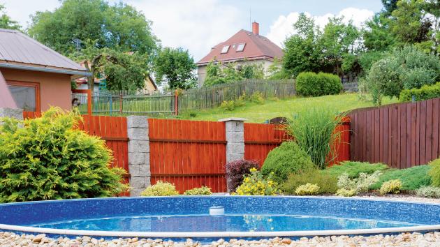 Co je v létě víc osvěžující než relaxace v bazénu?