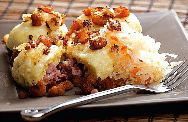 bramborové knedlíky se škvarkama