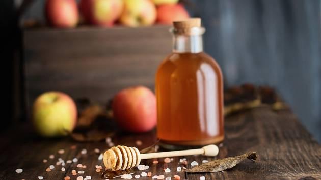 Jablečný ocet a med - kombinace, která nám pomůže s mnoha problémy