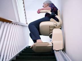 Domácí plošina usnadní výstup do schodů starším i nemocným lidem.