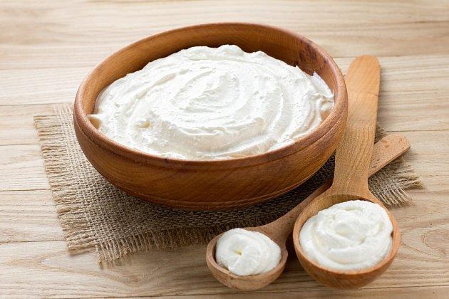 I psům prospívá bílý jogurt, zvláště po léčbě antibiotiky.