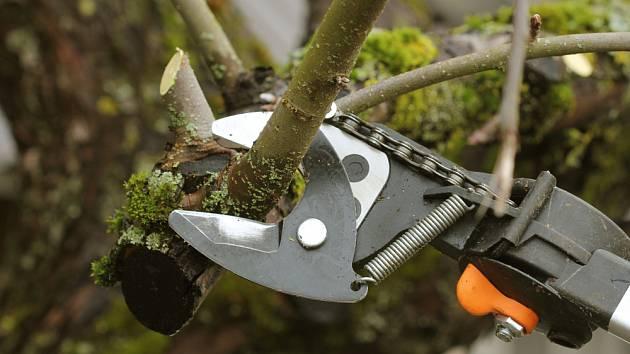 Převodové teleskopické nůžky.