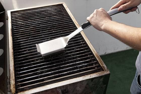 Nezapomínejte na čištění vyjímatelných hořáků.