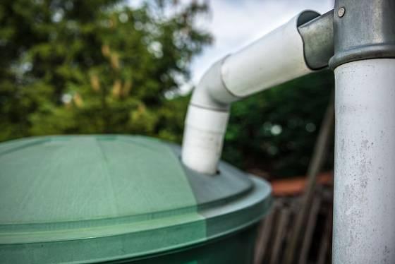 Pokud jsou nádoby opatřené víkem, komáři do nich vajíčka nenakladou