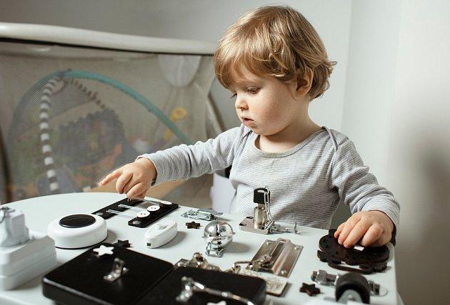 Busy board ukojí zvídavost dětí
