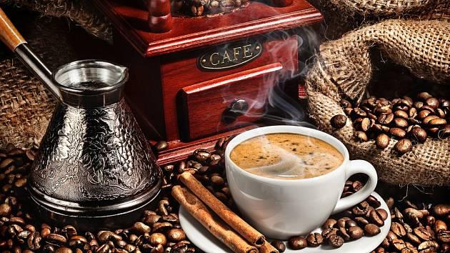 Ať už připravujete kávu ve french pressu, přes filtr nebo klasického českého turka, vodu a kávové zrno mají tyto postupy společné
