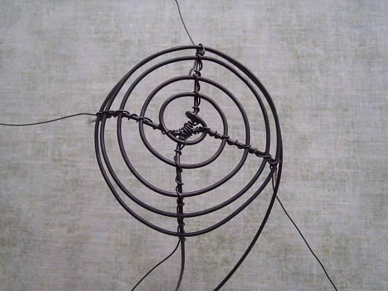 Výroba malého drátěného košíčku