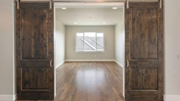 Posuvné dveře mohou být velmi praktické i krásné