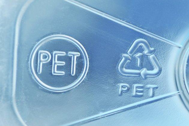 Recyklační symbol PETE nebo PET s číslem 1.