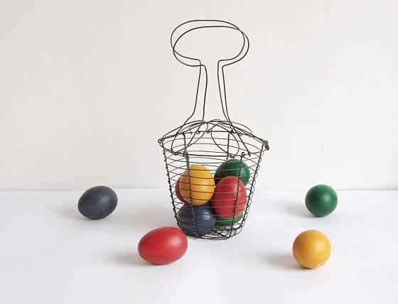 Drátěný košík na vajíčka poslouží i poté, co Velikonoce pominou
