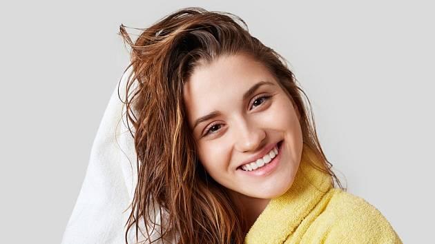 Čas od času je dobré dopřát vlasům zvýšenou péči.