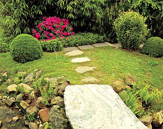 cesta z plochých kamenů