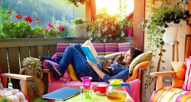 Balkónové květiny přispějí k odpočinku v krásném prostředí