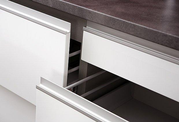 akrylátový povrch kuchyňských šuplíků