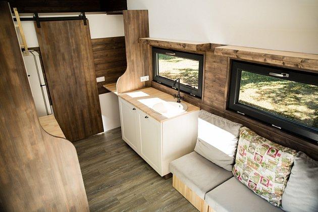 V maringotkách i tzv. tini house je třeba interiér opravdu dokonale promyslet.
