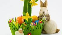 Zajíčci, králíčci a další mláďata jsou typickou velikonoční dekorací.