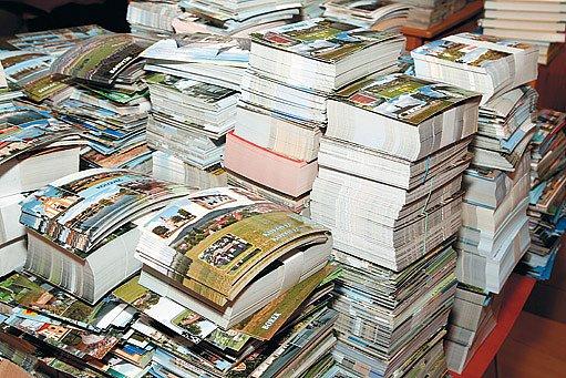 Během výprav za hezkými záběry obcí a měst pro poštovní pohlednice navštívil snad každý kout ČR.