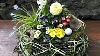 Výslednou dekoraci mlžete snadno proměnit z jarní na velikonoční.