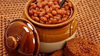 Bostonské fazole se tradičně Tradičně se jedí s tmavým chlebem.