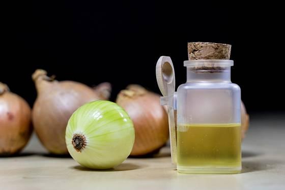 Šťáva z cibule je výtečná i proti nachlazení.