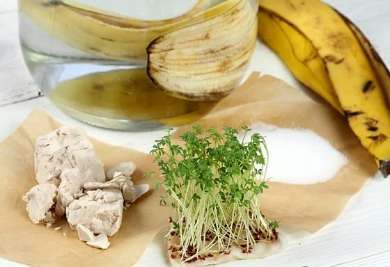 Vyzkoušejte osvědčené babské rady- slupku z banánu, droždí nebo výluh z kopřiv.