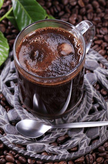 Jeden z českých nešvarů - turecká káva na český způsob.
