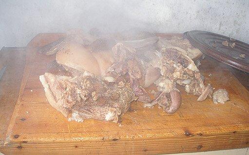 čerstvě uvařené maso
