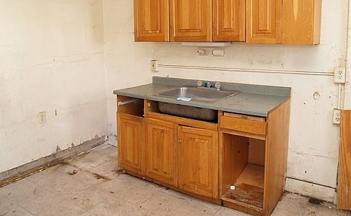 v některých případech je potřeba celou kuchyň rozebrat a podezdít
