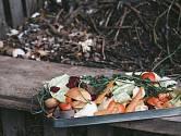 Založte si na podzim kompost a využijte velké množství odpadu ze zahrady.
