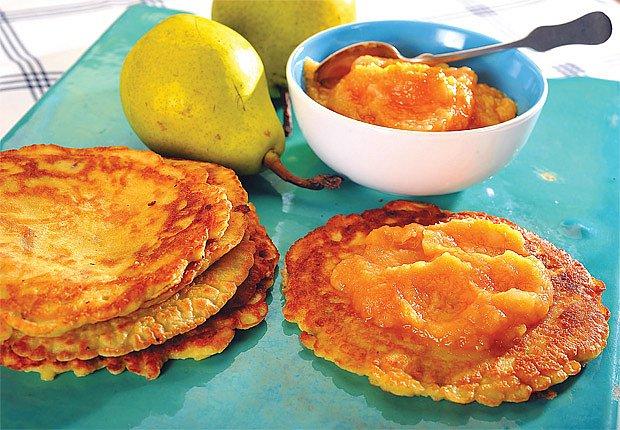 Jablkové palačinky s hruškobroskvovým pyré